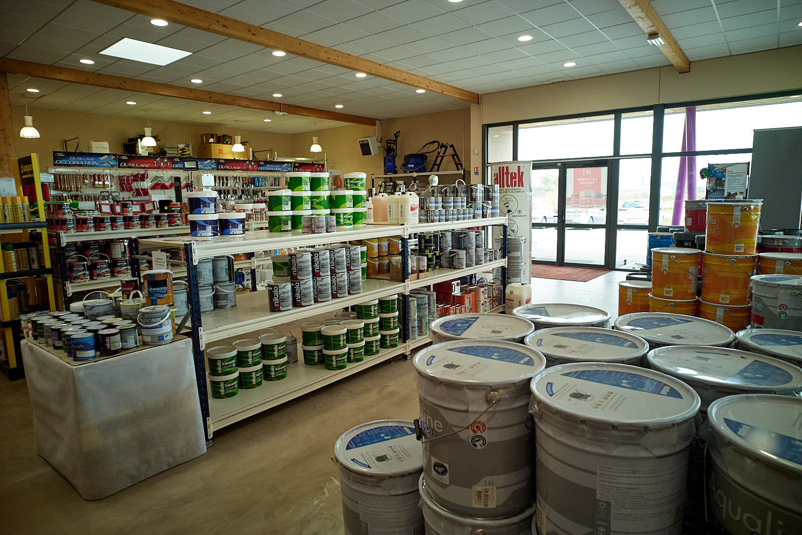 Comptoir produits rénovation Servi Couleurs